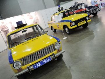 【モスクワモーターショー16】ロシア交通警察が歴代のパトカーを展示