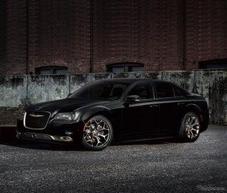 クライスラー 300S、ブラック基調の限定モデルを発売