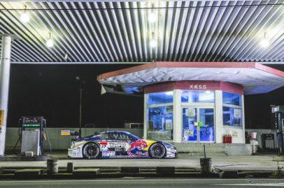 "【SUPER GT】KeePer TOM'S LC500""レッドブル号""がガソリンスタンドに登場"
