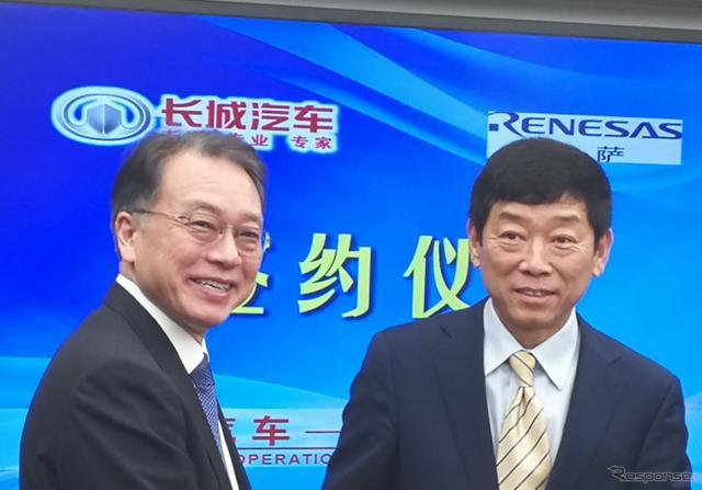 調印式に出席したルネサスの呉代表取締役社長兼EO(左)と長城汽車の魏董事長(右)