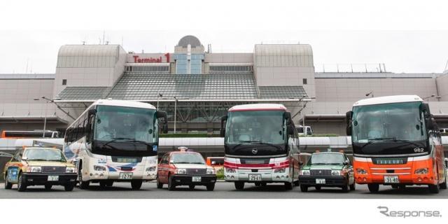 東京2020オリンピック・パラリンピック競技大会特別仕様ナンバープレートの交付開始。撮影協力:左から飛鳥交通、京成バス、三和交通、京浜急行バス、豊和自動車、東京空港交通(場所:羽田空港)《画像提供 国土交通省》