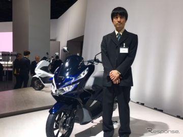 【東京モーターショー2017】エンジン始動前に発進…ホンダ PCX HYBRID はハイブリッドの常識を覆す