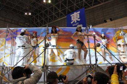 日野、恒例のダンスパフォーマンスはやや控えめ…東京オートサロン2018