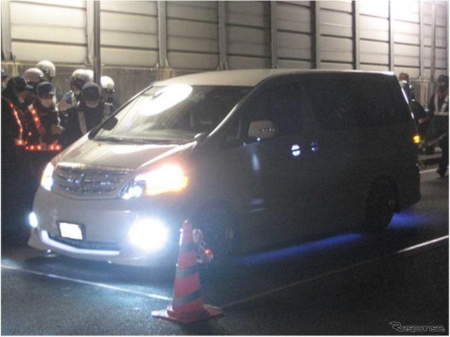 不正改造車を排除する特別街頭検査の様子《画像 関東運輸局》
