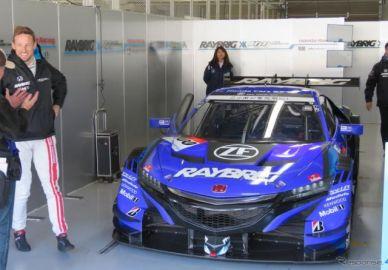【SUPER GT】今季NSXでレギュラー参戦のF1王者ジェンソン・バトン、鈴鹿ファン感に笑顔で登場
