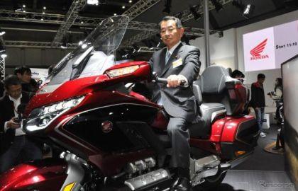 塩谷文科相、今村前復興相 ゴールドウイングに乗る!...東京モーターサイクルショー2018