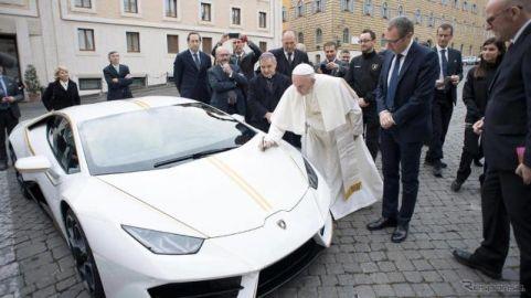 ランボルギーニ ウラカン、ローマ教皇が慈善オークションに…新車価格の4倍で落札