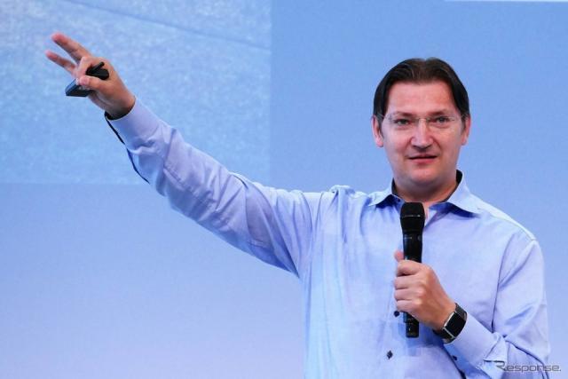 フォルクスワーゲングループのCDO (Chief Digital Officer)であるヨハン・ユンクビルト氏《撮影 佐藤耕一》