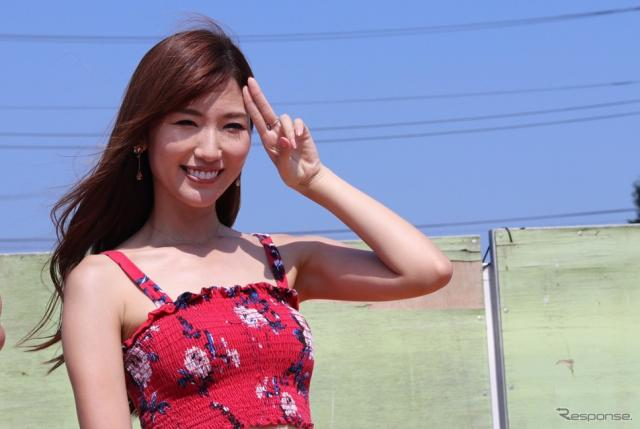 「ちなってぃー」こと美波千夏さんのきめポーズ。久しぶりの登場だ。《撮影 中込健太郎》
