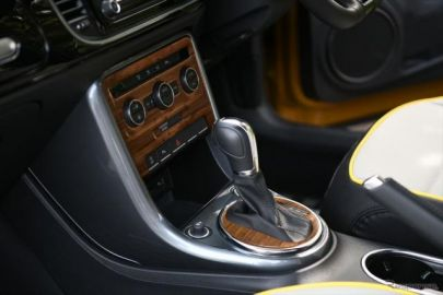 VW ザ・ビートル向けアクセサリー、ウッド調パネルやシートカバーなど5アイテムを追加