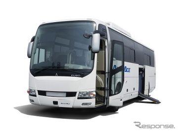 三菱ふそう、大型観光バスにエレベーター付きモデルを設定 車いすの昇降を支援