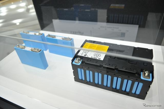 EVS31 三菱自動車ブース。新型アウトランダーPHEVに採用された新開発の駆動用リチウムイオンバッテリー