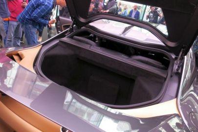 日産 GT-R50 のウイングは昇降式、ボンネットとトランクリッドの開き方が!