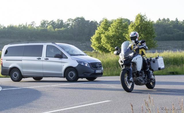 二輪車と四輪車が互いに通信し危険を回避するボッシュの最新コネクティビティ
