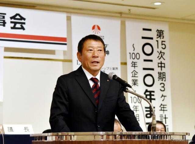 臨時理事総会で次期会長に指名され、挨拶する小川晃一氏