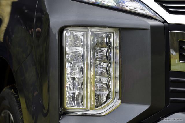 三菱 デリカD:5 新型の縦型ヘッドランプ