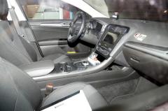 フォード モンデオエステート に初のHV、改良新型のハイテクコックピットを激写