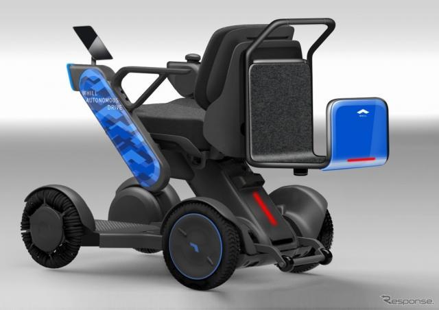 運転状況を確認できるタブレット端末、背面のスーツケース格納オプションを付けたモデル