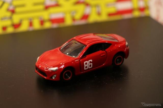 MFゴーストブースには登場するトヨタ86のトミカも登場。《撮影 中込健太郎》
