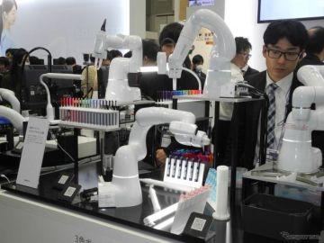 デンソーウェーブの小型ロボットが来場者の人気の的に…ロボデックス2019