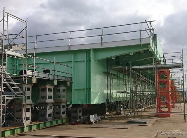 工場における橋桁の組立状況