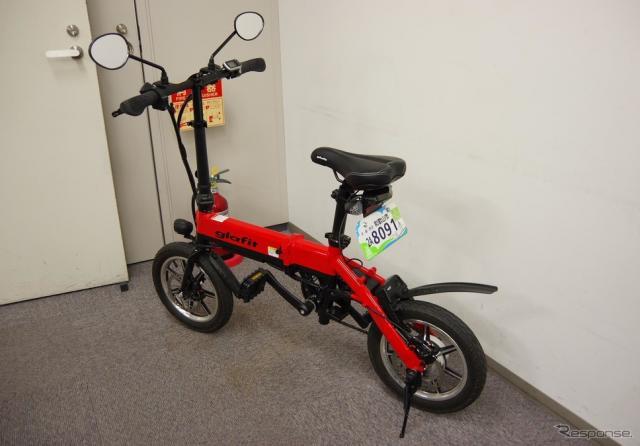 グラフィットが現在販売しているペダル付き電動バイク「GFR-01」。《撮影 宮崎壮人》