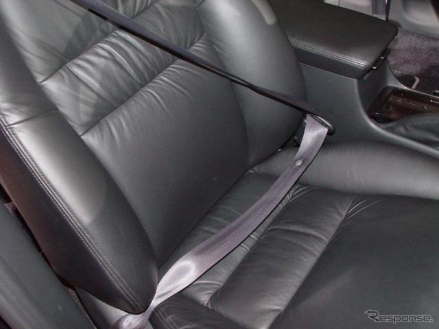 シートベルトのバックルが高く、お腹との間に隙間ができることがあるという。その要因は…(資料画像)