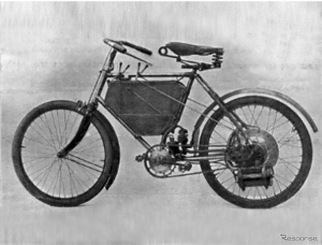 1898年に誕生したプジョー最初のモーターサイクル。第1回のパリモーターショーで発表。ここからモーターサイクルブランド「プジョー」がはじまる。《写真 ADIVA》