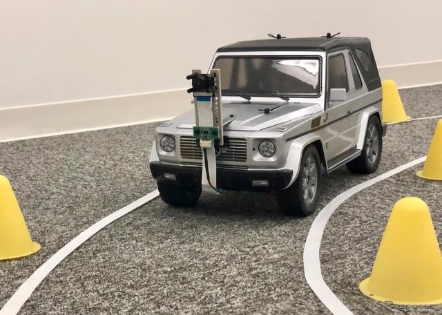 研修参加者は実車1/10サイズのラジコンカーに自動運転技術を実装して最終日にレースを実施