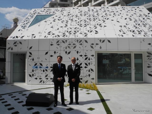 EQ Houseとメルセデスベンツ日本の上野金太郎社長兼CEO(左)、竹中工務店の大神正篤副社長《撮影 山田清志》