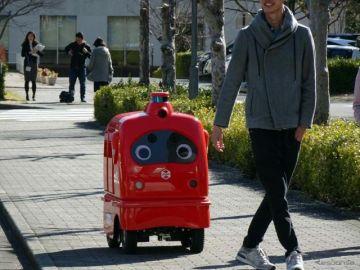 宅配ロボットサービスを大学構内で実証実験、世界初 ZMP・ローソン・慶大が協力