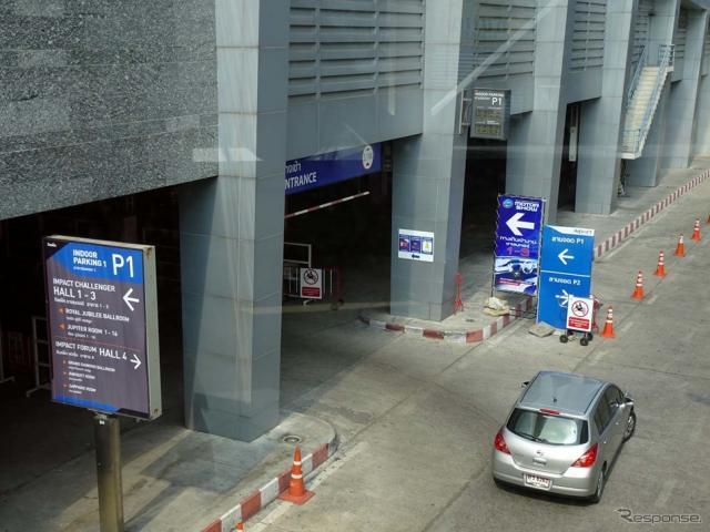 会場への駐車場入口。一般デーとなると入場待ちのクルマが連なる《撮影 会田肇》