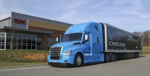 自動運転技術を手がけるトルク・ロボティクス社の本社とダイムラー傘下のフレートライナーベースの自動運転トラック