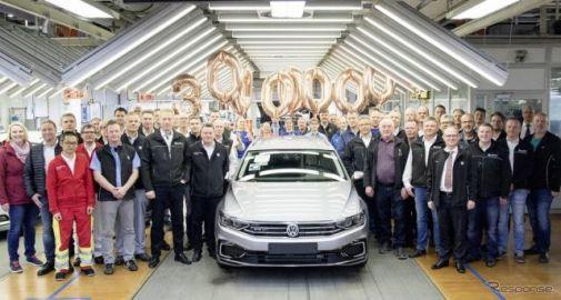 VW パサート、3000万台目がラインオフ…世界で最も成功したミッドサイズモデルに