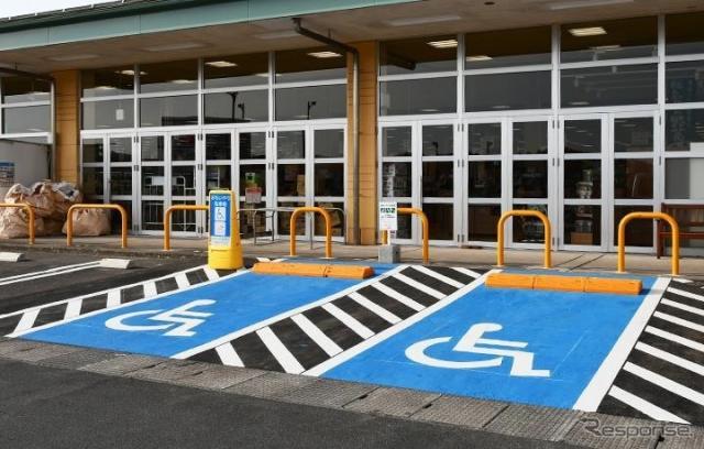 床面を青色に塗装した事例