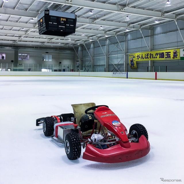 Kids ERK(子ども用電気レーシングカート)でスケートリンクを走行するのは世界初の試み