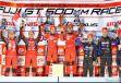 GT500クラスの表彰式。中央左が立川、右が石浦。《撮影 益田和久》