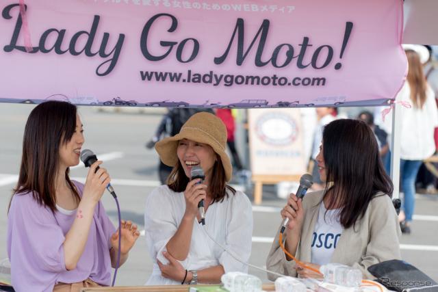 左からまるも亜希子さん、松崎祐子さん、鈴木珠美さん(筑波サーキット・カーフェスティバル2019)《撮影 Hideyuki Gomibuchi》