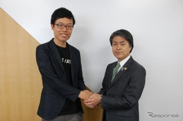 CARTIVATOR 共同代表・ SkyDrive代表取締役の福澤知浩氏、 右:豊田市の太田稔彦市長