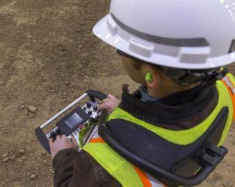 普段使いの油圧ショベルを防災建機に、キャタピラーが後付可能な遠隔操作システムを年内発売へ