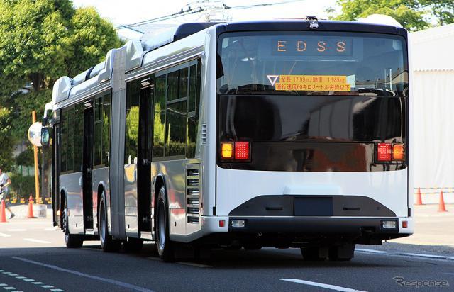 いすゞと日野が共同開発した、国産初の連節バス(2019年5月24日/ジェイ・バス宇都宮工場)《撮影 大野雅人(Gazin Airlines)》