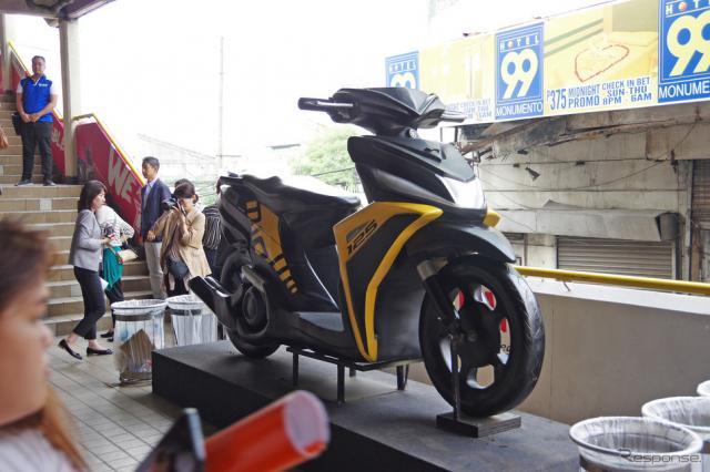 ヤマハモニュメント駅に飾られている『MIO』の模型《撮影 宮崎壮人》