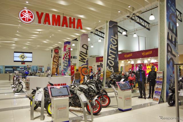 ヤマハ・モーター・フィリピンの直営店「Y ZONE」。若者を強く意識した店づくりがおこなわれている《撮影 宮崎壮人》