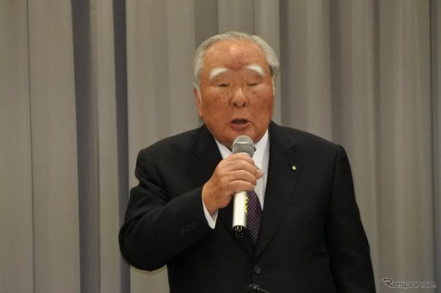 スズキ 鈴木修 会長《撮影 小松哲也》