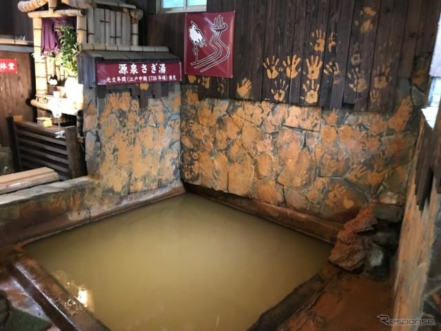 鷺湯は六ヶ迫鉱泉発祥の地。《撮影 中込健太郎》