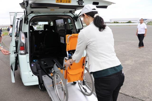 はたらくクルマというイメージは少ないが、タクシーや、福祉施設などでも採用実績の多いセレナ・スロープタイプ。《撮影 中込健太郎》