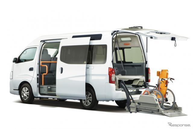 NV350キャラバン、リフト付き《写真 日産自動車》