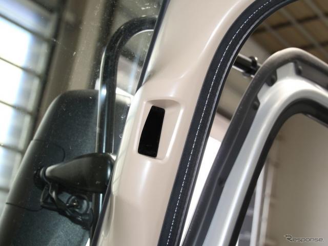 トラックのドライバーモニターIIは、Aピラーにカメラが取りつく《撮影 中尾真二》