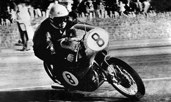 1959年マン島TTレース RC142と谷口尚己選手《写真 ホンダ》