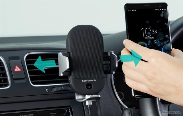静電タッチセンサーと赤外線センサーを用いた電動オートホールドを搭載《画像:パイオニア》